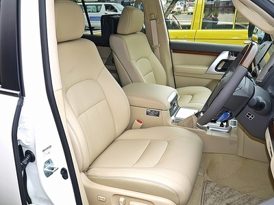 新型ランクル200現行モデル ベージュ本革シート