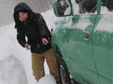 雪中キャンプ_タイヤハウス_つらら