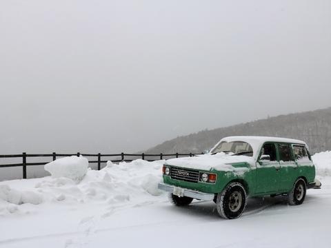 雪中キャンプ_雪景色_ランクル80_雪化粧