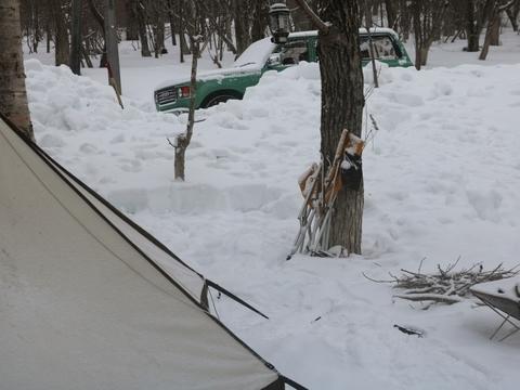 丸目_グリーン_雪中キャンプ_キャンプサイト_降雪