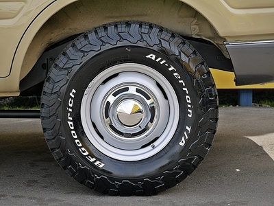 ランクル80ナローボディー用 輸出仕様メッキキャップ付きホイール16インチ