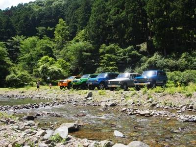 ランクル200・80・60 ボスコオートキャンプ 川沿い